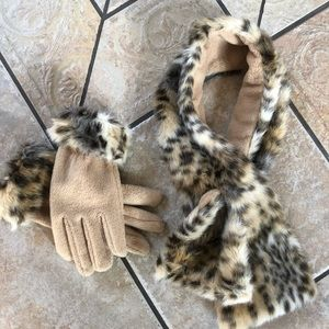 Accessories - Faux fur neck wrap with matching gloves 🧤